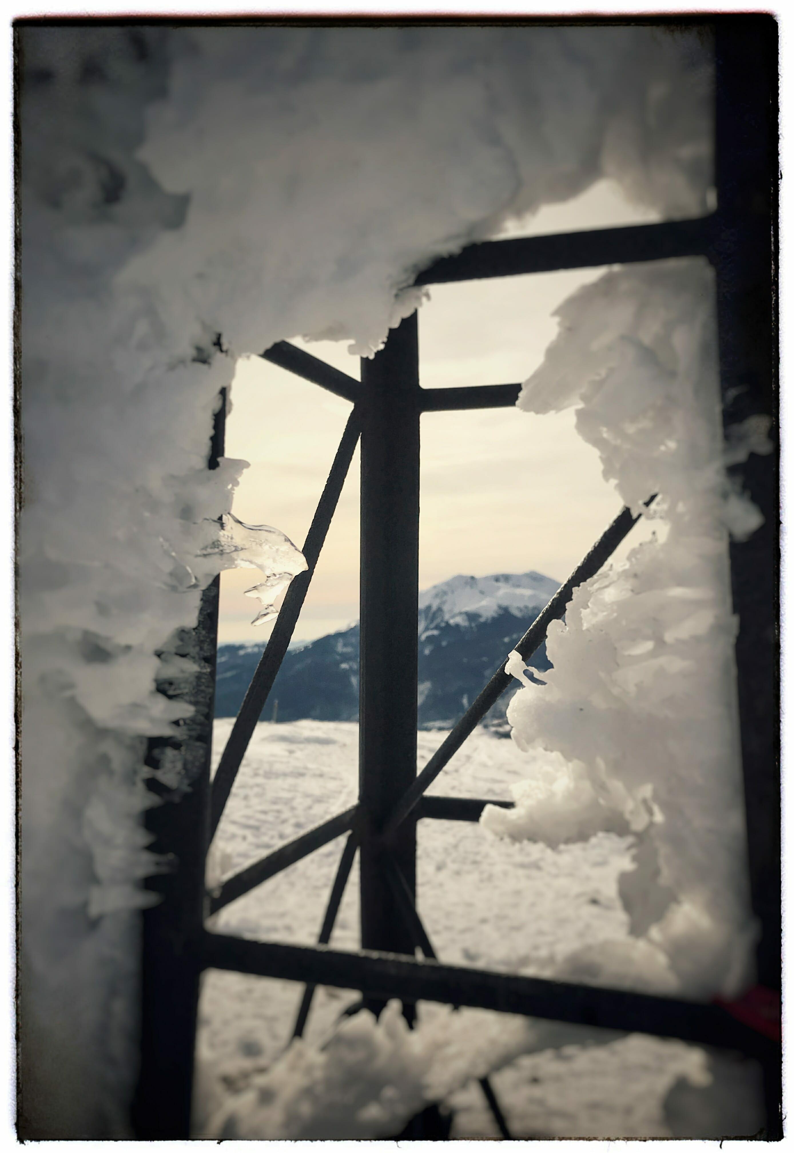 """La finestra di sua maestà """"l'Alpe"""""""