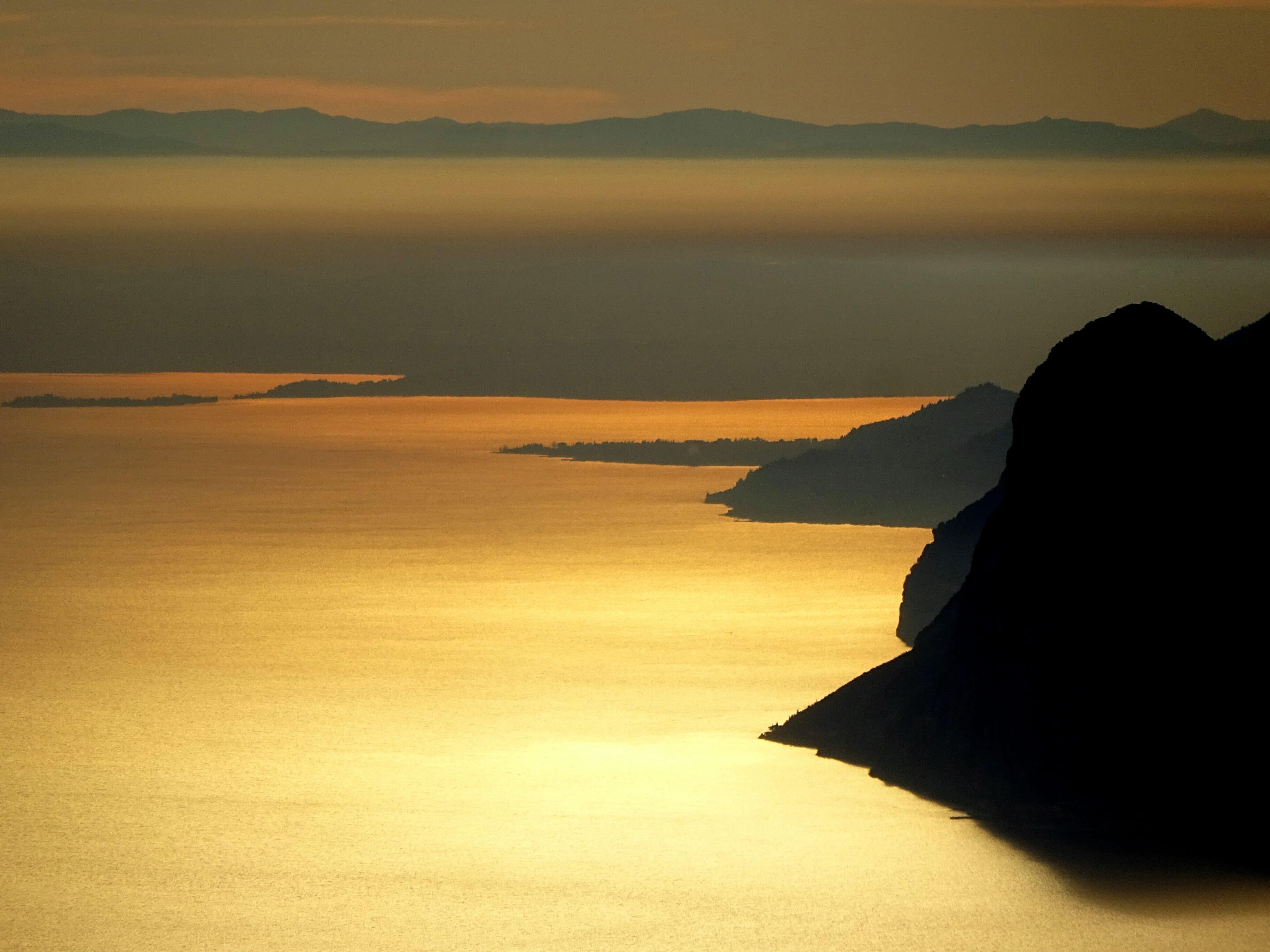 La sponda bresciana del Lago di Garda dal Monte Creino